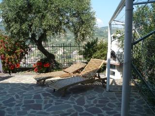 Az.Agrituristica VILLA ARIANNA Bilocale Verde 3 - Imperia vacation rentals
