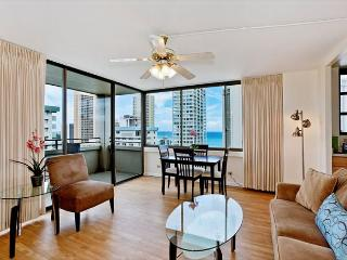 One bedroom vacation rental, washer/dryer, WiFi, pool & parking! - Waikiki vacation rentals