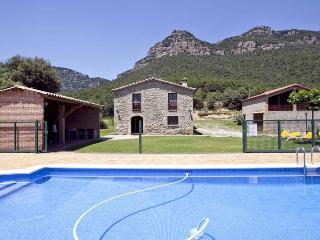 Up in the Hills! 8 ensuites, 16px, Pool, BBQ, View - Capolat vacation rentals