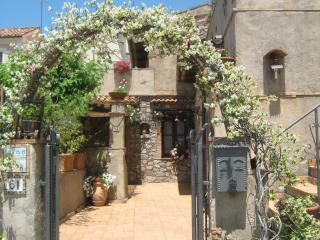 Wonderful Bed and Breakfast in Maratea with Internet Access, sleeps 7 - Maratea vacation rentals