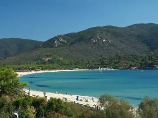Bilocale a 50 m dalla spiaggia di Marina di Campo - Marina Di Campo vacation rentals