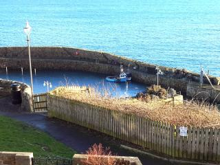 Cozy 2 bedroom Crail Apartment with Internet Access - Crail vacation rentals