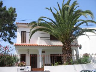 Casa de Praia (2km) c/ jardim & BB; prox. Lisboa - Charneca da Caparica vacation rentals