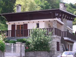 Milieu Terre-Self Containted Middle Apartment - Saint-Lary-Soulan vacation rentals