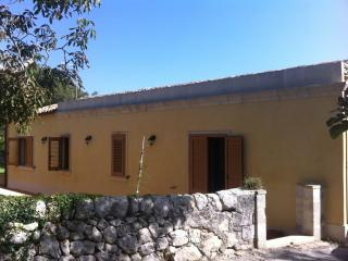 Nice Farmhouse Barn with Television and Central Heating - Palazzolo Acreide vacation rentals