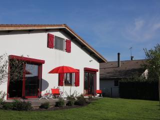 Adorable 5 bedroom Sainte-Eulalie-en-Born House with Internet Access - Sainte-Eulalie-en-Born vacation rentals
