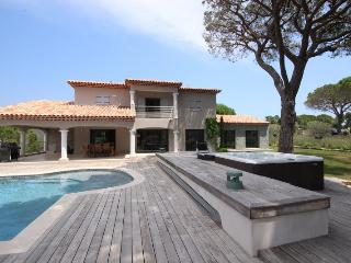 Villa with private tennis court and swimming pool - Saint-Maxime vacation rentals