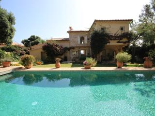 Waterfront villa with 7 bedrooms, pool, sea view - Antibes vacation rentals