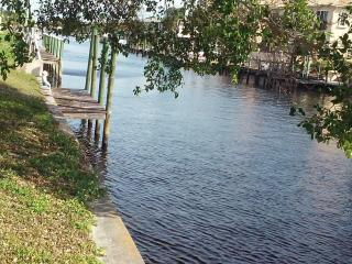(1)Relaxation's waiting!Waterfront vacation studio - Cape Coral vacation rentals