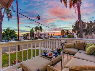 LUXURIOUS HOME w/ HARBOR+CITY VIEWS FROM PRIVATE DECK; 5 MIN to ZOO, DWNTN, PARK - San Diego vacation rentals
