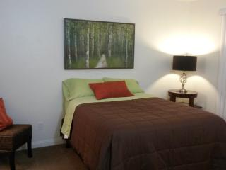 Super Clean & Contemporary Unit - Signal Hill vacation rentals