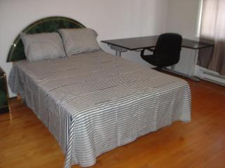 Cote Des Neiges, UDM ( Private room 1 with key) - Montreal vacation rentals