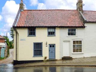 POET'S CORNER, Grade II listed cottage with WiFi, small garden with furniture - Holt vacation rentals