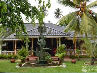 Rooms, Pool & Restaurant In Sri-Lanka - Kammala North vacation rentals