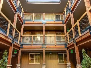 Vintage ski lodge-style condo w/ deck, shared hot tub, & pool! - Park City vacation rentals