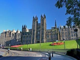 Beautiful Apt with lift right by Castle - Edinburgh vacation rentals