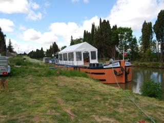 4 bedroom Narrowboat with Tennis Court in Marseillette - Marseillette vacation rentals