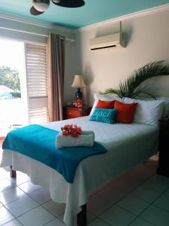 Turquoise Sands Ocean view,on the beach, internet - Negril vacation rentals
