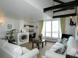 Mithouard Duplex Suite 600 - Paris vacation rentals