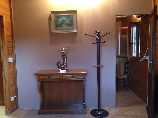 Chalet ne verde bilocale ottimamente attrezzato - Castelbellino vacation rentals