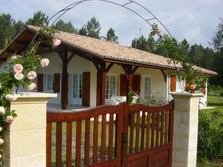 Nice Cottage with Deck and Internet Access - Vielle-Saint-Girons vacation rentals