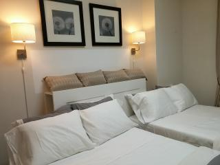 Deluxe Studio near Empire building -5min walk - New York City vacation rentals