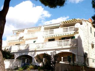Near beach apartment with terrace Lalic A2+1 - Bol vacation rentals