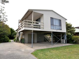 Bright 3 bedroom Inverloch House with A/C - Inverloch vacation rentals