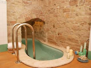 Todi Charming Casa Borgo with balcony/spa bath - Todi vacation rentals