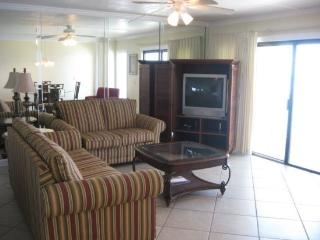 21 and under welcome! Enjoy FREE BEACH CHAIR SERVICE with this 3 Bedroom, 3 Bath at The Summit which Sleeps 12 Guests!! - Thomas Drive vacation rentals