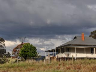 Comfortable 3 bedroom Farmhouse Barn in Corryong - Corryong vacation rentals