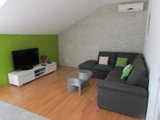 Cozy 2 bedroom Cavtat Apartment with Internet Access - Cavtat vacation rentals