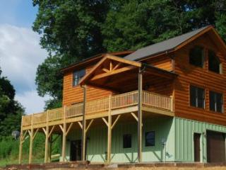 My Guizaan Cabin w/ kayaks, firepit, pool table, near Boone in Todd - Fleetwood vacation rentals