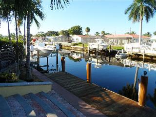 Beautiful House with Internet Access and Dishwasher - Pompano Beach vacation rentals