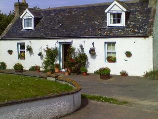 BLUEBELL COTTAGE, coastal stone cottage, enclosed garden, pet-friendly, in Portmahomack, Ref. 9066126 - Ross and Cromarty vacation rentals