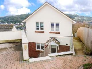 WHITE STEPS, detached, open plan, private garden, in Brixham, Ref 917465 - Brixham vacation rentals