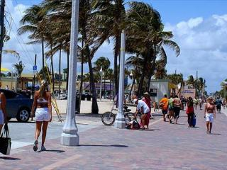 HBR587-Spacious Studio with Ktchenette located on Hollywood Beach - Hollywood vacation rentals