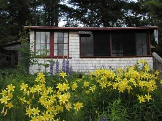 Nice Cottage with Internet Access and Television - Washington vacation rentals