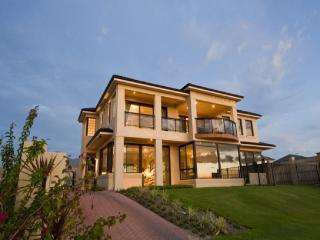 Bright 6 bedroom House in Quinns Rocks - Quinns Rocks vacation rentals