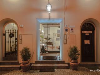 MONDO ANTICO ALLOGGIO IN CITTA' R & B - Cesena vacation rentals
