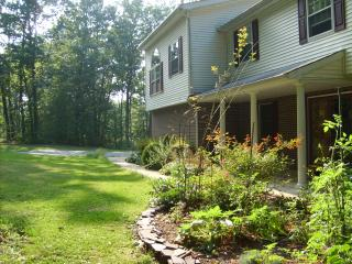Come relax in cozy cute bedrooms in wooded setting - Elkton vacation rentals