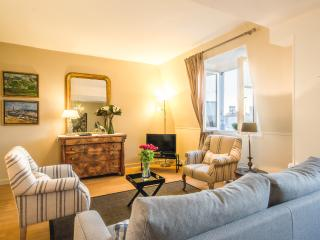 Beautiful Pont Neuf Vacation Apt, walk to Louvre - Paris vacation rentals