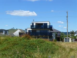 Beautiful 4 bedroom Papamoa House with Deck - Papamoa vacation rentals