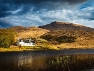 Perfect 3 bedroom Lochailort Cottage with Internet Access - Lochailort vacation rentals