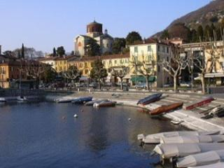 Sunny Condo with Washing Machine and Balcony - Laveno-Mombello vacation rentals