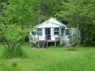 Secluded country cottage with access to private beach - Quebec vacation rentals