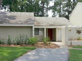 """399 Linkside Dr."" Great Family Vacation, Pull right up to the front door in Golf Cart!! - Miramar Beach vacation rentals"