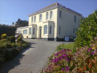 Nice 1 bedroom Hugh Town Apartment with Internet Access - Hugh Town vacation rentals