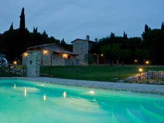 Holiday Villa with swimming pool in Umbria - San Terenziano vacation rentals