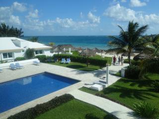 Beach front condo in Puerto Morelos - Puerto Morelos vacation rentals